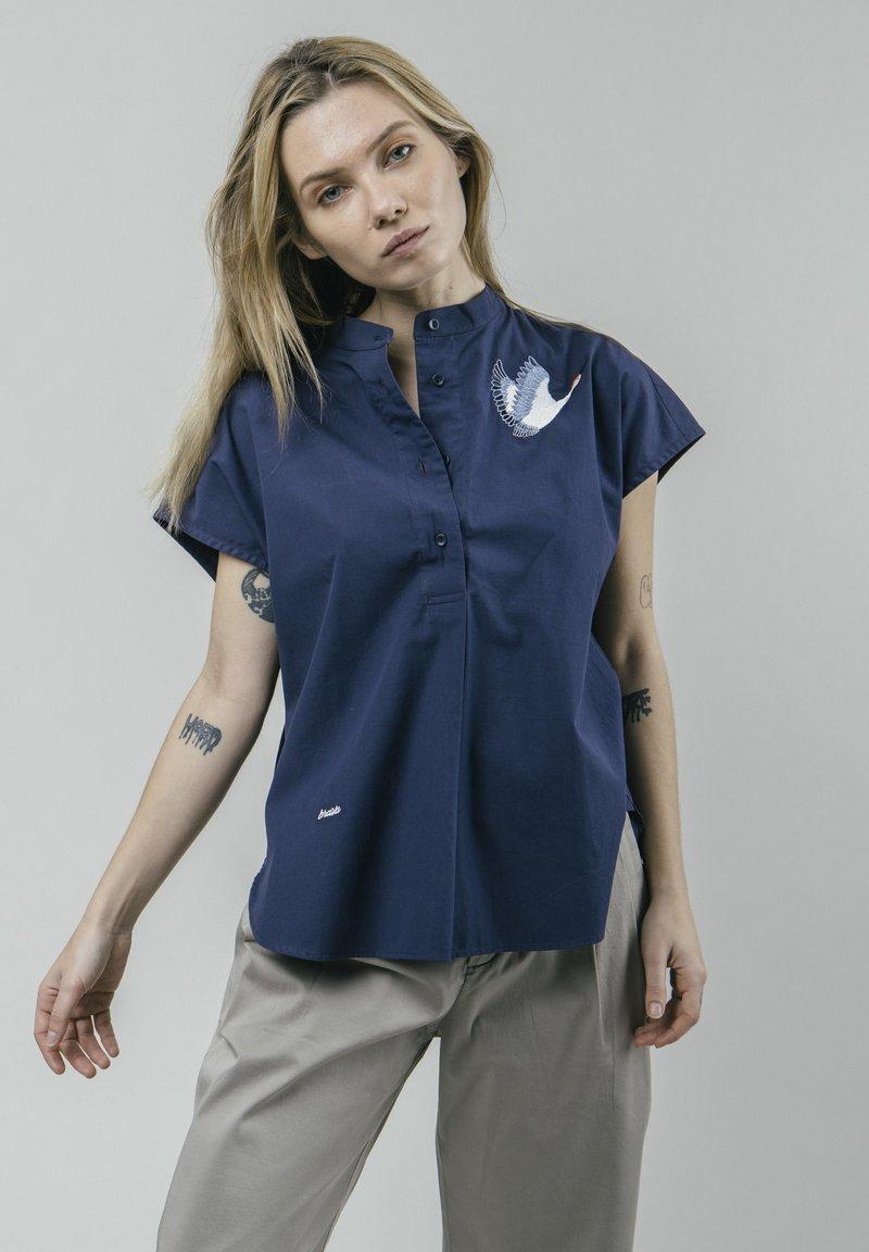 Brava Fabrics - CRANE FOR LUCK ESSENTIAL - Bluzka - blue