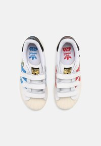 adidas Originals - SUPERSTAR UNISEX - Tenisky - white/scarlet/chalk white - 3