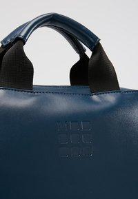 Moleskine - CLASSIC DEVICE BAG VERT - Rucksack - sapphire blue - 8