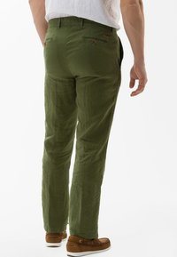 BRAX - STYLE EVANS - Trousers - green - 2