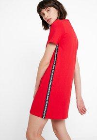 Calvin Klein Jeans - TAPE LOGO DRESS - Jersey dress - barbados cherry - 3