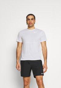 Nike Performance - RUN  - Camiseta estampada - white/silver - 0