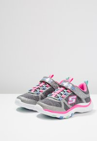 Skechers Performance - TRAINER LITE - Tenisky - charcoal/hot pink - 3