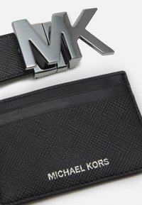 Michael Kors - CARD CASE BELT BOX SET - Pásek - black - 4