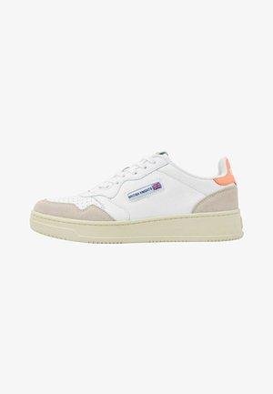 NOORS - Sneakers laag - white/neon orange