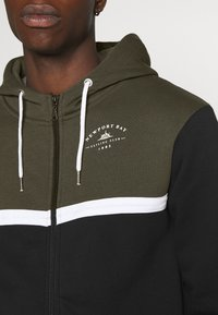 Newport Bay Sailing Club - TACK HOOD - veste en sweat zippée - black - 4