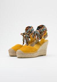Vidorreta - High heeled sandals - mostaza - 2