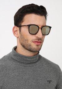 Timberland - Sluneční brýle - brown - 1