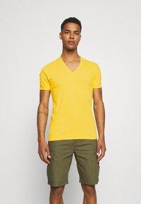 G-Star - BASE 2 PACK - T-shirt - bas - yellow cab - 1