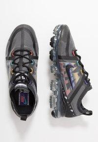 Nike Sportswear - AIR VAPORMAX 2019 SE - Trainers - black/psychic purple/flash crimson/university gold/kinetic green - 1