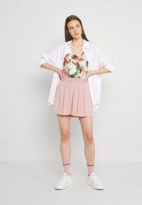 ONLY - ONLMARIN PLISSE - Shorts - adobe rose - 1
