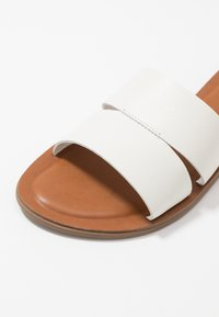 ALDO - ANDONIA - Pantofle - white - 5