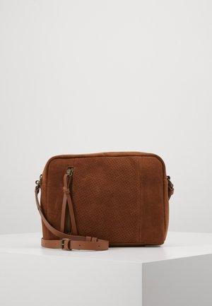 LEATHER - Across body bag - cognac