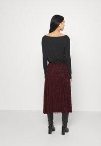 Guess - RAEGAN REVERSIBLE SKIRT - A-line skirt - scratched vichy black - 2