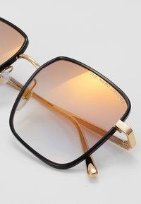 Marc Jacobs - MARC - Zonnebril - black/gold-coloured - 1