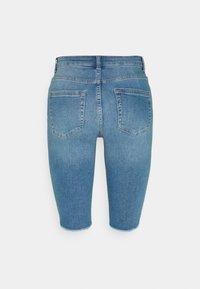 ONLY - ONLBLUSH WAIST LONG - Jeansshorts - medium blue denim - 5