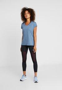 ASICS - CAPSLEEVE - Print T-shirt - mako blue heather - 1