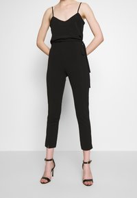 Missguided - TIE BELTED CIGARETTE TROUSERS - Pantaloni - black - 0