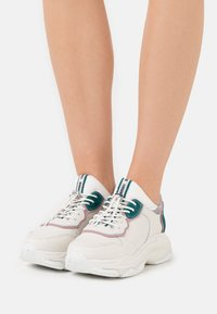 Bronx - BAISLEY - Trainers - off white/pink/teal - 0