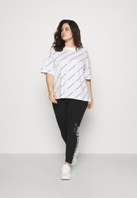 Calvin Klein Jeans Plus - PLUS VERTICAL LOGO - Leggings - Trousers - black - 1