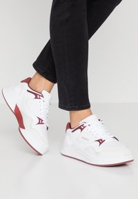 Lacoste - COURT SLAM  - Trainers - white/dark red - 0
