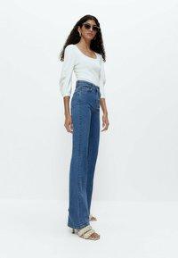 Uterqüe - Flared Jeans - blue denim - 3