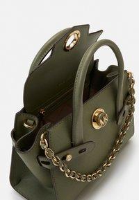 MICHAEL Michael Kors - CARMENXS FLAP - Handbag - army green - 3