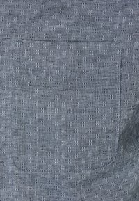 Jack & Jones PREMIUM - JPRBLUSUMMER KENDRICK BAND - Vapaa-ajan kauluspaita - ebony - 2