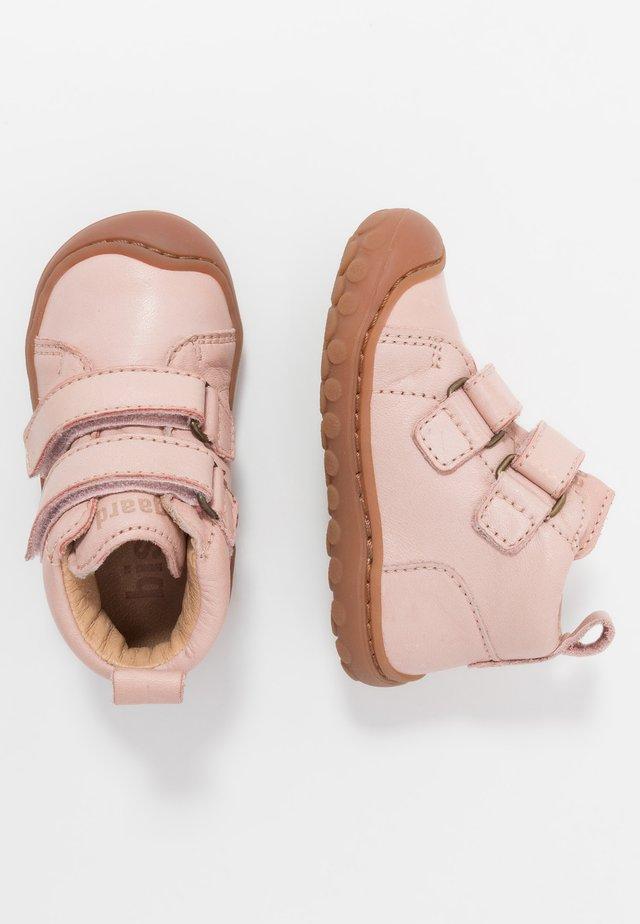 GERLE  - Lær-at-gå-sko - nude