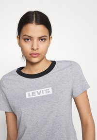 Levi's® - GRAPHIC SURF TEE - T-shirt con stampa - heather grey - 3
