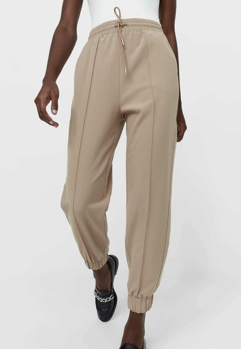 Stradivarius - Teplákové kalhoty - beige