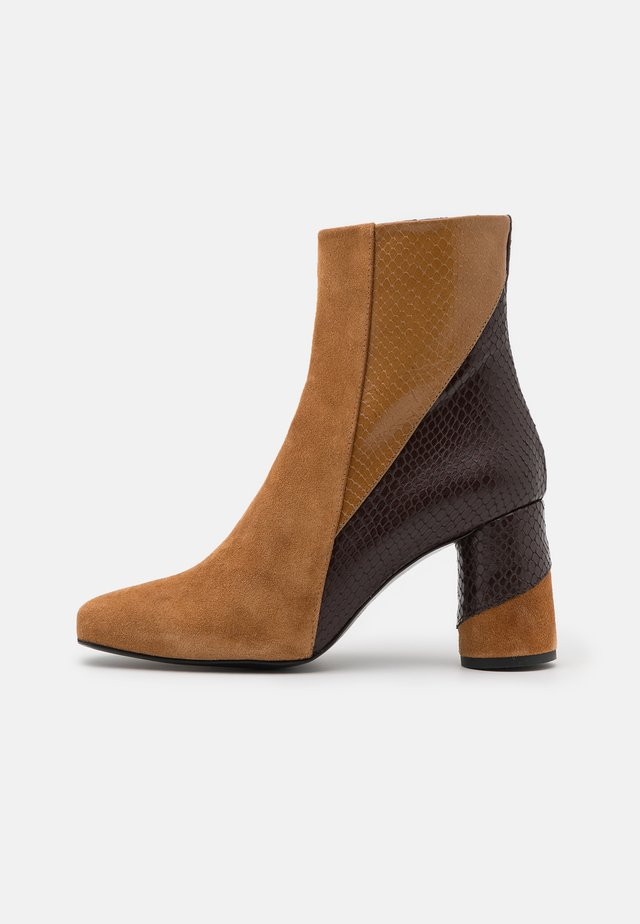 APRIL - Classic ankle boots - camel