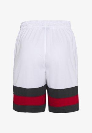 JUMPMAN BBALL SHORT - Sportovní kraťasy - white/dark smoke grey/gym red/gym red