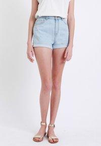 Pimkie - MOM - Denim shorts - hellblau - 0