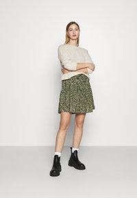 ONLY - ONLTHORA BELT DRESS - Day dress - clover/blurry - 1