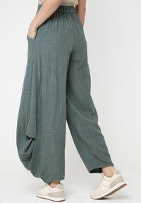Madam-T - Pantalon classique - grün - 2
