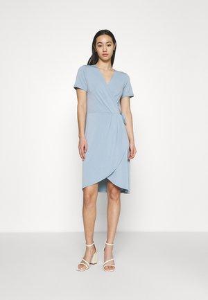 VINAYELI KNEE WRAP DRESS - Jersey dress - ashley blue
