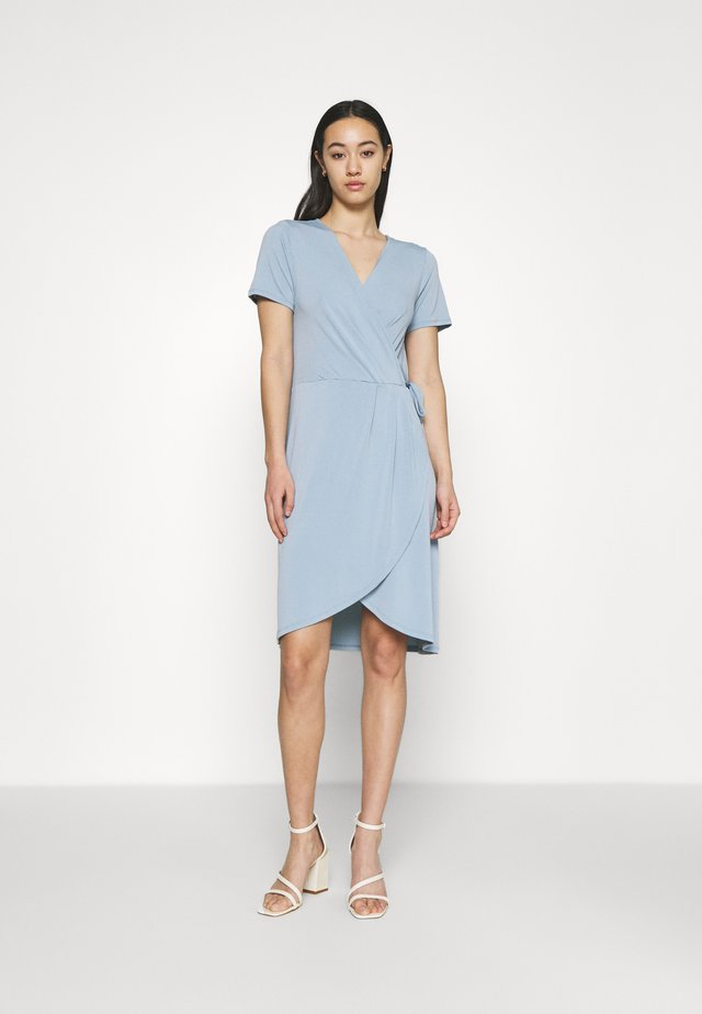 VINAYELI KNEE WRAP DRESS - Robe en jersey - ashley blue