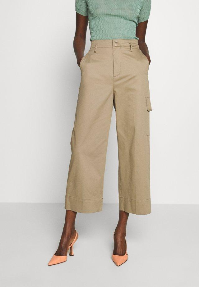 JANGY - Spodnie materiałowe - khaki