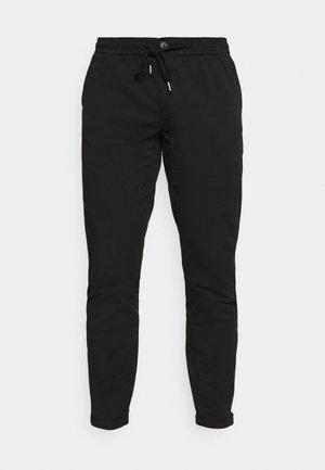 MICK PANTS - Trousers - black
