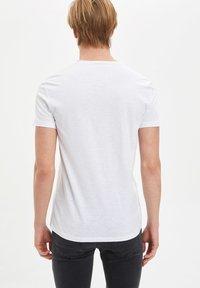 DeFacto - Basic T-shirt - white - 1