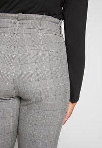 Vero Moda Curve - VMEVA LOOSE PAPERBAG CHECK - Trousers - grey - 3