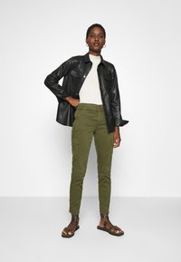 Mos Mosh - GILLES CARGO PANT - Trousers - army - 1