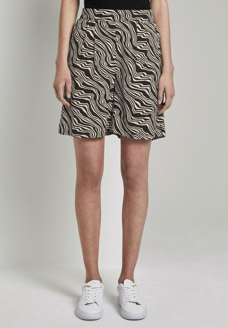TOM TAILOR - Shorts - black wavy design