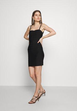 CONVERTIBLE STRAP ICON - Shift dress - black