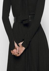 MAX&Co. - DARAI - Strikket kjole - black - 6