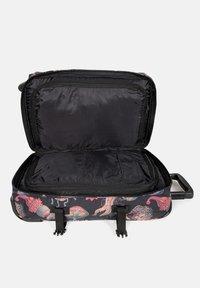 Eastpak - TRANVERZ  - Wheeled suitcase - save our oceans - 4
