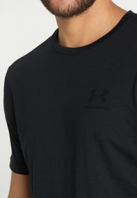 Under Armour - SPORTSTYLE LEFT CHEST - T-Shirt basic - black /black - 5