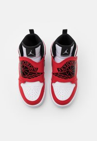 Jordan - SKY 1 UNISEX - Basketbalové boty - white/black/university red - 3