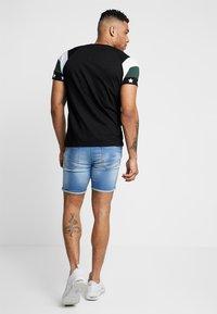 Brave Soul - STAR - Print T-shirt - black combo - 2